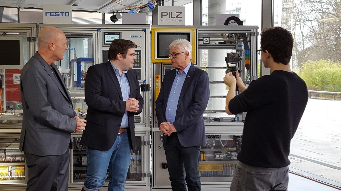v.l.n.r.: Prof. Dr. Andreas Syska, Robert Weber, Prof. Dr. Detlef Zühlke, Kameramann