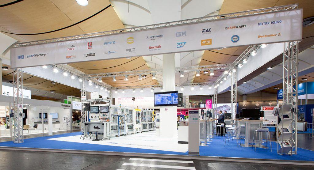 Der Messestand der SmartFactoryKL zur Hannover Messe 2016.