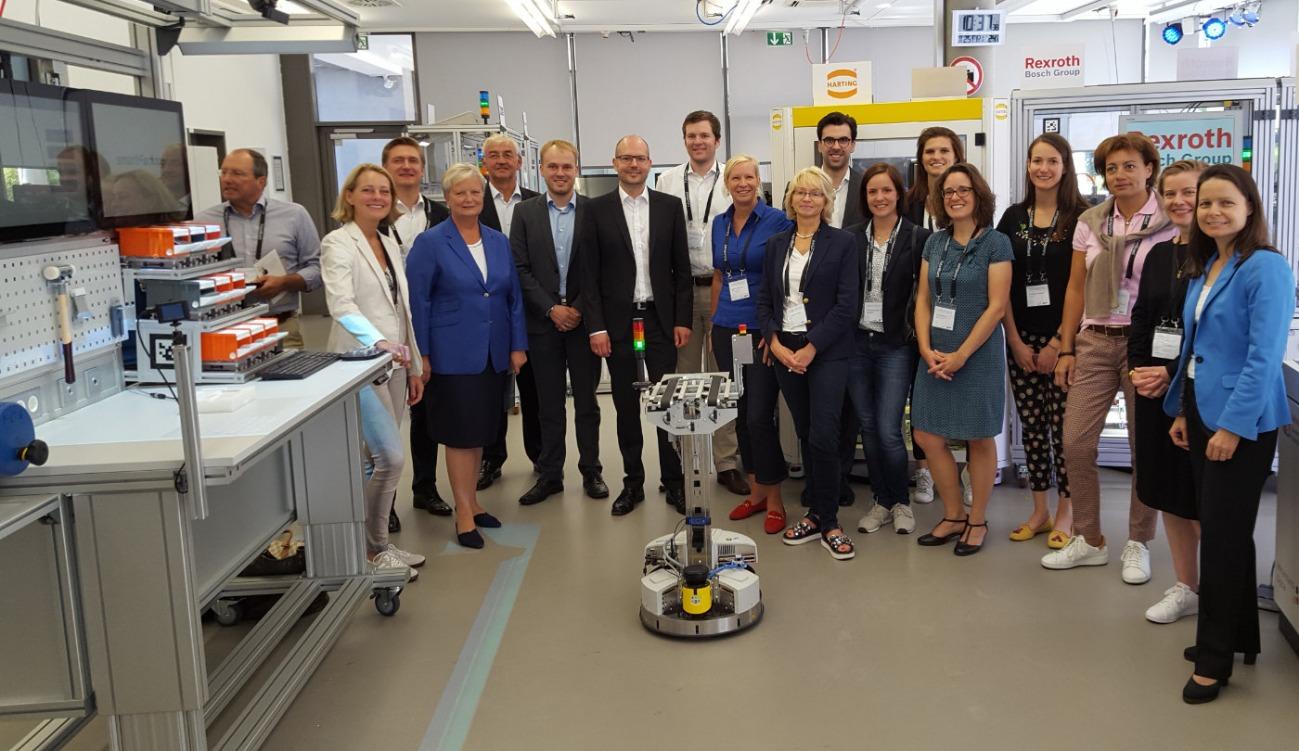 """Delegationsreise """"Future Board: Artificial Smartness"""" der WirtschaftsWoche führt in die SmartFactoryKL"""