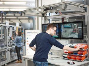 Der Handarbeitsplatz der SmartFactoryKL-Produktionsanlage