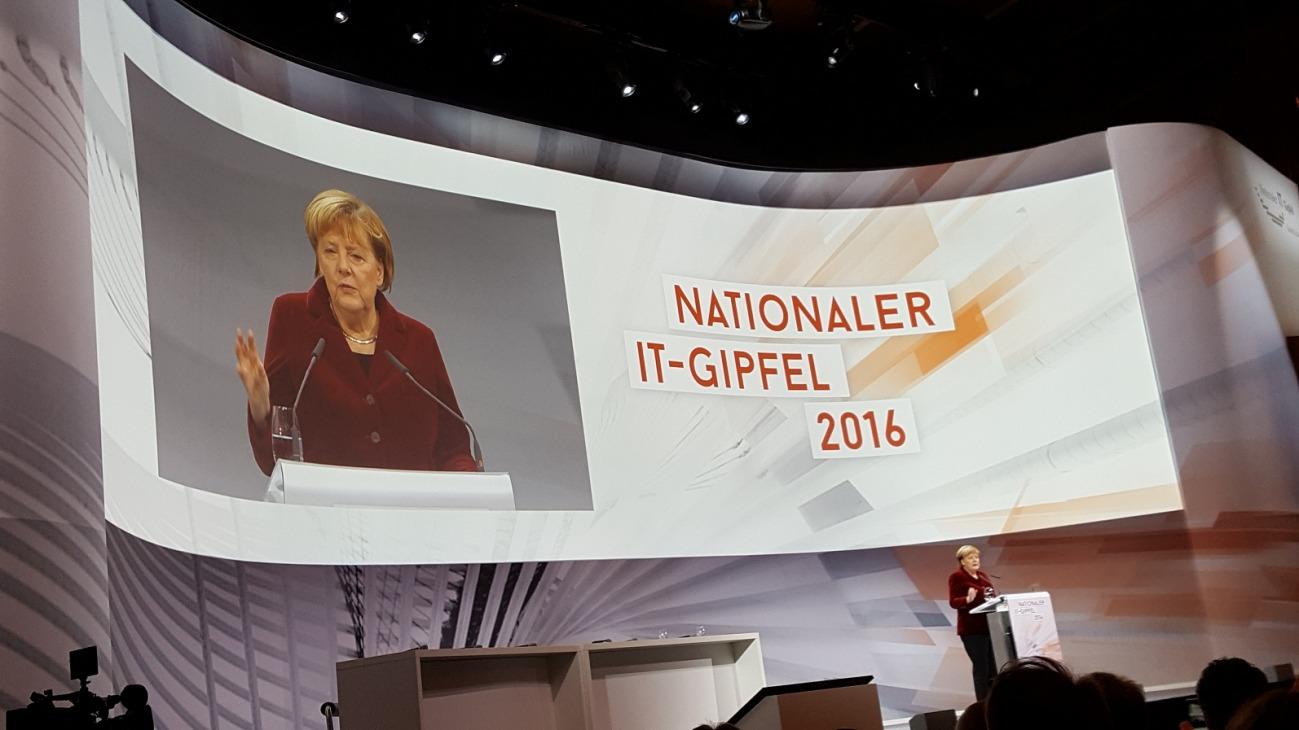 Nationaler IT-Gipfel in Saarbrücken: Bekenntnis zu digitaler Bildung