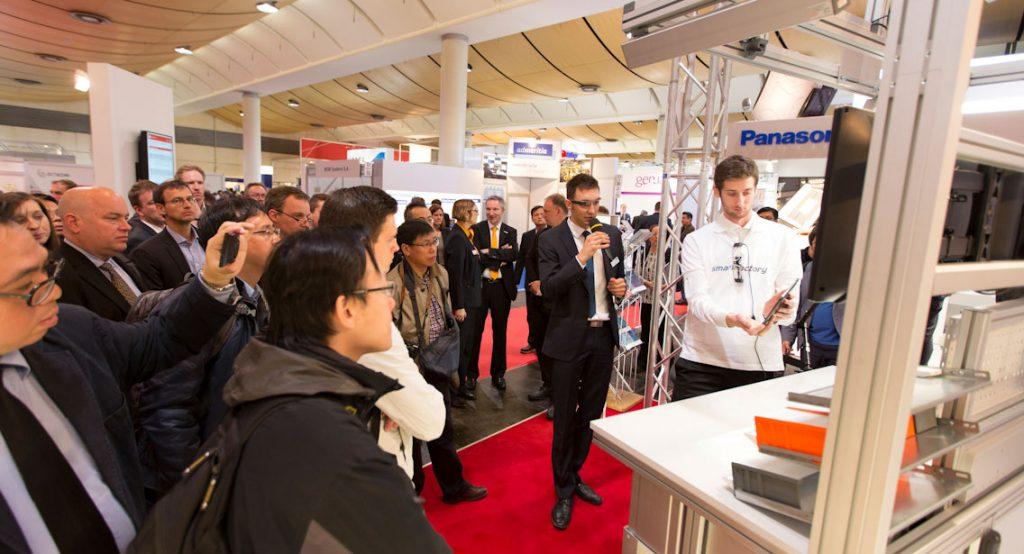 Der Handarbeitsplatz wird erstmals auf der Hannover Messe 2015 vorgestellt
