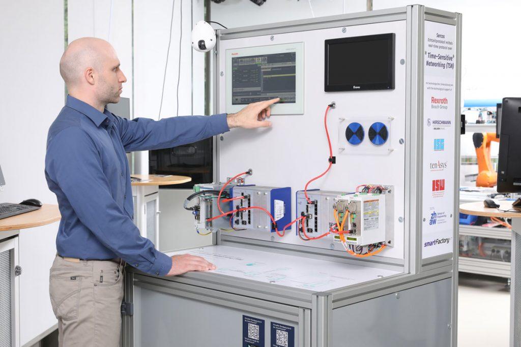 Der TSN-Demonstrator in der Anwendung. ©SmartFactoryKL/A. Sell
