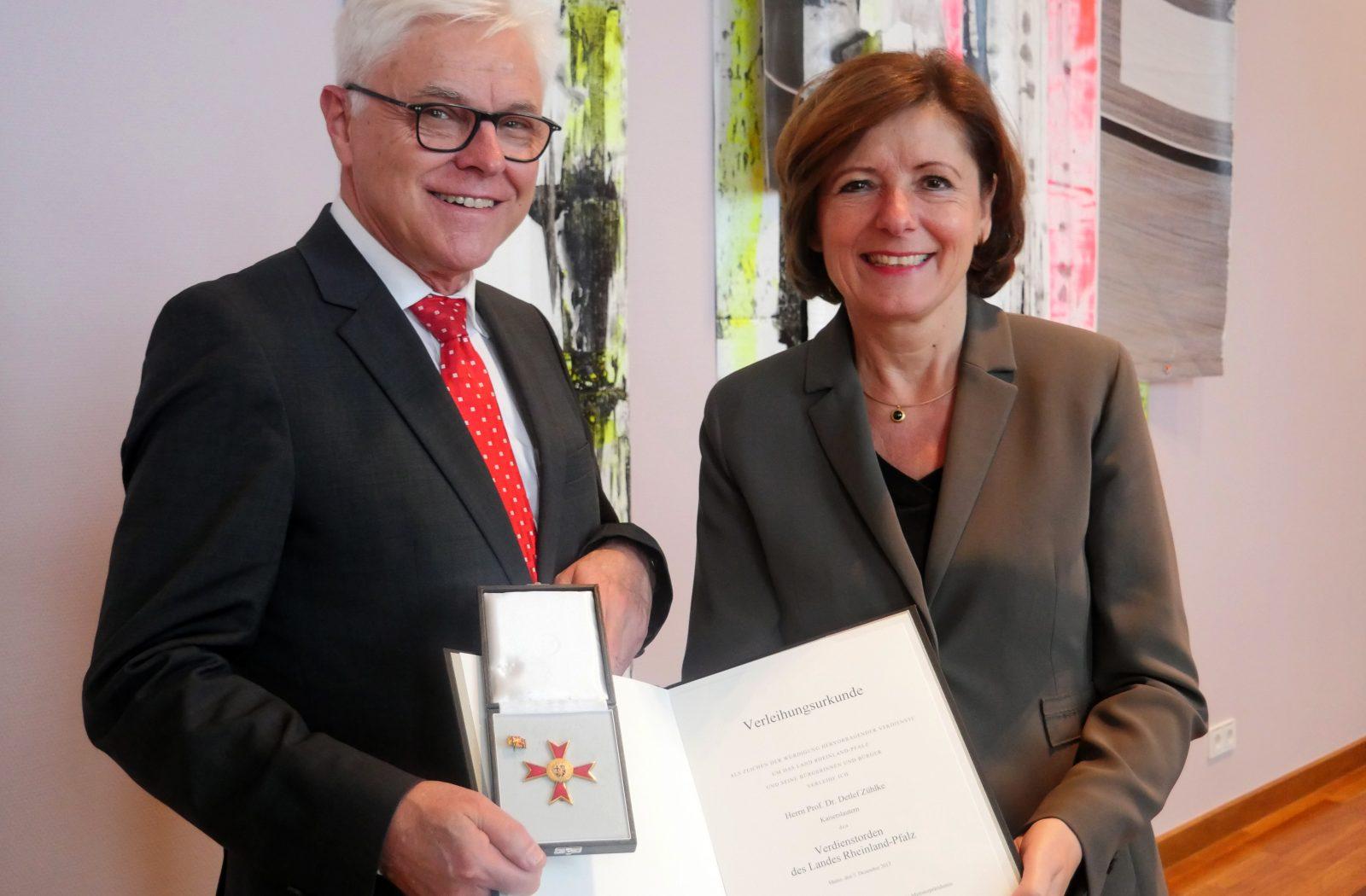 Landesverdienstorden für Prof. Dr. Detlef Zühlke