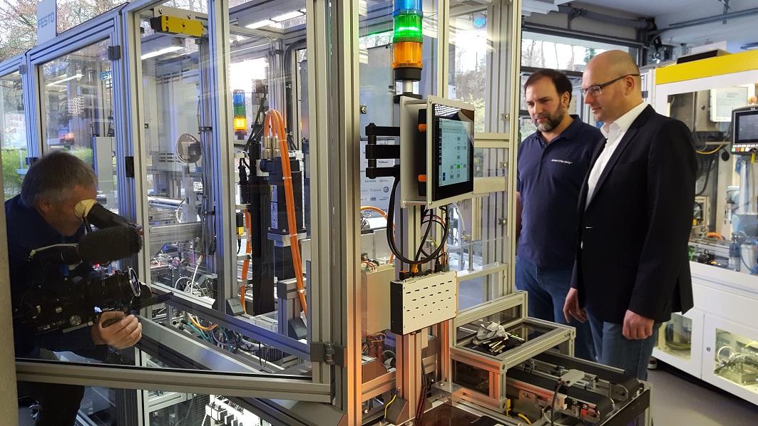 Künstliche Intelligenz – DFKI und SmartFactory-KL in ARD-Tagesthemen
