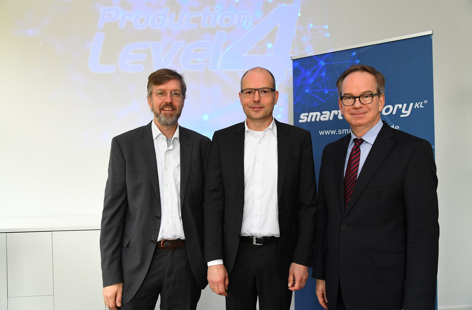 SmartFactoryKL introduces the future of production: Production Level 4
