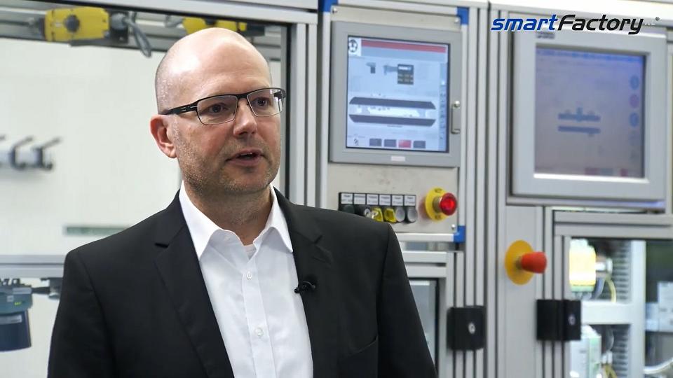 """""""Die Idee von Industrie 4.0 wurde verwässert. Wir haben sie runderneuert!"""" Prof. Martin Ruskowski"""