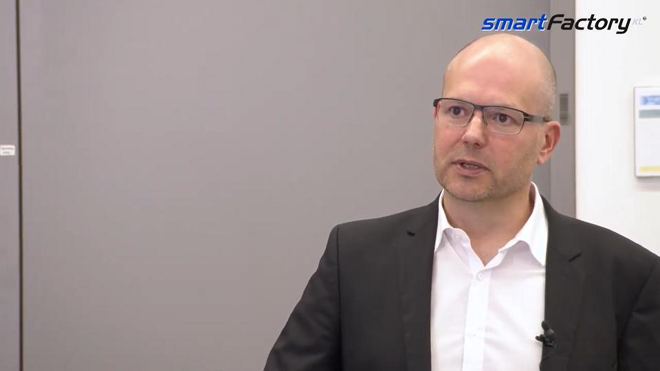 """""""Für was steht die SmartFactory Kaiserslautern?"""" erklärt Prof. Ruskowski. """"Wir sind Fabrikvordenker"""""""