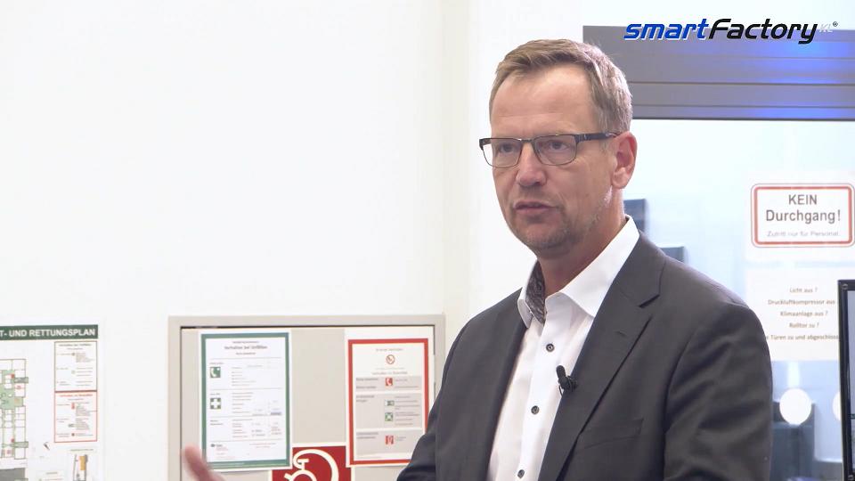 Gunther Koschnick vom ZVEI sieht die SmartFactory-KL als wichtigen Fabrikvordenker.